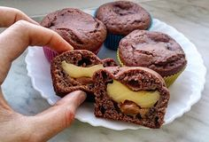 Eat With Camilla: Kakaové muffiny plněné vanilkovým pudinkem a karamelem Camilla, Cupcakes, Cooking, Breakfast, Eat, Food, Kitchen, Morning Coffee, Cupcake Cakes