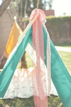 picnic blankets with pretty ribbons