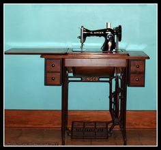 Singer treadle sewing machine and cabinet.My mom remade hand me downs for me on a sewing machine like this. Sewing Machines Best, Treadle Sewing Machines, Antique Sewing Machines, Sweet Memories, Childhood Memories, Sewing Cabinet, Old Things, Antiques, Grandmothers