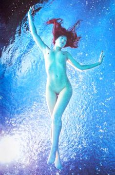 Underwater Pictures, Underwater Photography, Art Forms, Tinkerbell, Disney Characters, Fictional Characters, Disney Princess, Water Photography, Underwater Photos