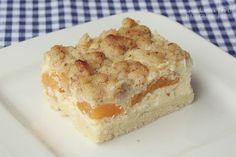 Käsekuchen trifft auf fruchtige Aprikosen und knusprigste Streusel: Aprikosen-Quark-Schnitten | A Cake A Day | Mein Foodblog