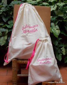 Bolsa de útiles y bolsa de higiene para llevar al cole!!! https://www.facebook.com/Zzoomm.regalospersonalizados
