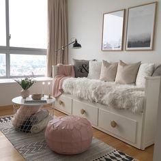 New room decor diy ideas bedrooms pillows Ideas Girl Bedroom Designs, Room Ideas Bedroom, Bedroom Decor, Girls Bedroom, Daybed Bedroom Ideas, Day Bed Decor, Girls Daybed Room, Bed Rooms, Boutique Bedroom Ideas