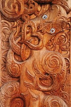 New Zealand Maori Art Secret Garden Theme, Simple Wood Carving, Maori Designs, Maori Art, Art Carved, Native Style, Old Art, Mellow Yellow, Tribal Art