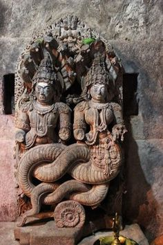 Hindu_deity_sculpture_in_the_Amrutesvara_temple_at_Amruthapura_1.JPG (3456×5184)