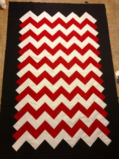Chevron Quilt - love the jagged edge on the center part