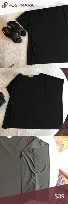 Michael Kors black flowy top Getting ready for fall? Pair this top with leggings or jeans, dress it up or down. Work or football games. It's a classic. 🕶 KORS Michael Kors Tops