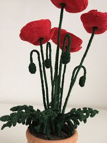 Il Blog di Sam: Spiegazione del Papavero all'uncinetto Crochet Poppy Pattern, Crochet Flower Tutorial, Crochet Flower Patterns, Crochet Flowers, Crochet Lace, Poppy Craft, Handmade Flowers, Poppies, Crochet Necklace