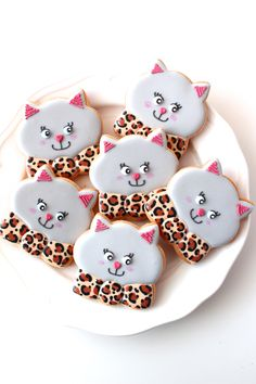 Lovely cat icing cookies