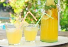 Homemade Ice tea, real nice in summer. Lemonade Bar, Lemonade Cocktail, Cocktail Drinks, Cocktails, Alcoholic Drinks, Beverages, Smoothies, Smoothie Drinks, Smoothie Recipes
