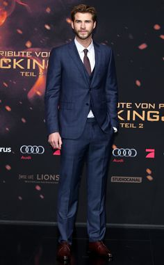 SWOON. Liam Hemsworth is dashing at The Hunger Games: Mockingjay Part 2 Premiere.