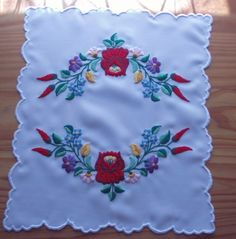 Fabric Paint Designs, Hungarian Embroidery, Folk Art, Handmade, Painting, Flower, Embroidery Stitches, Centre, Hand Made