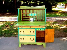 Juicy Hues ~ Thee Velvet Glove Diy Furniture Repair, Chalk Paint Furniture, Diy Furniture Projects, Hand Painted Furniture, Funky Furniture, Shabby Chic Furniture, Velvet Glove, Furniture Restoration, Furniture Inspiration