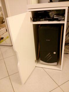 ###VENDU### Prix 60€ - Bureau blanc IKEA (neuf 120€) avec plateau (150mm x 75mm - 39€) + caisson (36mm x 70mm - 59€) + 2x pieds (5€) + passe câbles (15€)