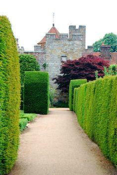Hedging Your Way Around Penshurst Place Elizabethan Era, Spring Flowering Bulbs, Herbaceous Border, Italian Garden, English Countryside, Historic Homes, Hedges, Botanical Gardens, Acre