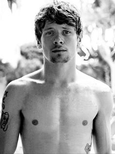 Jack O'Connell Shirtless Photoshoot Jack O'connell, Handsome Actors, Hot Actors, Actors & Actresses, Cook Skins, Birthday Presents For Men, Las Vegas, James Cook, Skins Uk