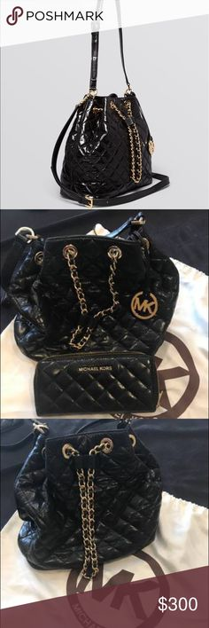Michael Kors Black Purse & Wallet! 🖤 Super cute and in New condition Michael Kors Drawstring purse & wallet! 🖤 purse was 285$ brand new, jet set wallet was 200$ brand new. Michael Kors Bags Shoulder Bags