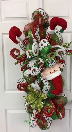 Upside down elf swag. Elf Christmas Decorations, Christmas Mesh Wreaths, Christmas Swags, Whimsical Christmas, Christmas 2017, Simple Christmas, Christmas Projects, Christmas Crafts, Winter Wreaths