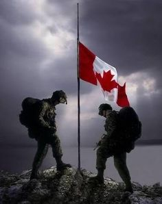 Remembrance Day Canada Remembering the sacrifice of those who didn't come home, the service of those who did and honouring those who still serve. We stand on guard for thee. Canadian Soldiers, Canadian Army, Canadian History, Canadian Winter, Remembrance Day Pictures, Remembrance Day Art, All About Canada, Chile, Canadian Things