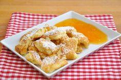 Am Besten schmeckt der Topfenschmarren mit Apfelmus, diversen Marmeladen, Nougatcreme oder frischem Obst. Das Rezept zum Verlieben.