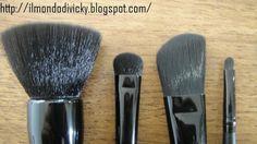 Pinceau Poudre & Blush (#84003), Pinceau ombre à pauières C (#84008), Pinceau applicateur de fond de teint (#84005), Petit Pinceau précision (#84009) http://www.eyeslipsface.fr/marques/studio/maquillage/pinceaux/pinceaux-et-applicateurs