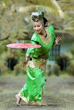 Dance - Indonesia - Umbrella Dance, West Sumatera, Indonesia