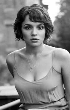 Wavy short hair. Norah Jones! Beautiful hair, beautiful voice! Love her.