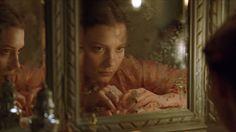 Emma Rouault, fraîchement sortie du couvent, épouse Charles Bovary, un médecin de campagne. Sa nouvelle vie est bien loin des..