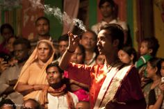 Incense man. Varanasi (Benares), India. By Jaime Maciá jaimemacia.tumblr.com