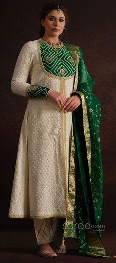 Churidar Designs, Kurti Neck Designs, Kurta Designs Women, Kurti Designs Party Wear, Party Wear Indian Dresses, Dress Indian Style, Indian Fashion Dresses, Indian Designer Outfits, Bandhani Dress