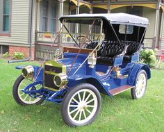 Car of the Week: 1910 Maxwell Surrey - Old Cars Weekly Chevy Trucks, Old Pickup Trucks, Lamborghini Veneno, Old Classic Cars, Classic Trucks, Retro Cars, Vintage Cars, Futuristic Cars, Unique Cars