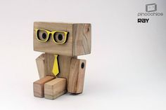 We are los robots Wood Block Crafts, Wooden Projects, Wood Blocks, Wood Crafts, Woodworking Toys, Woodworking Projects, Making Wooden Toys, Diy Robot, Wood Creations