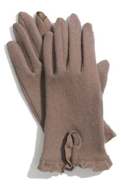 Taupe wool winter gloves with ruffle detail.