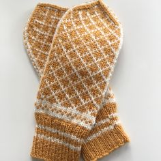 Bilderesultat for elverumsvotten Knit Mittens, Knitted Gloves, Knits, Sewing Crafts, Knit Crochet, Textiles, Knitting, How To Make, Diy