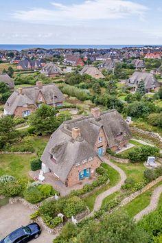 """In ruhiger und idyllischer Lage liegt das Ferienhaus """"Heideblick Hüs"""" für bis zu 5 Personen ☺ Haustiere dürfen auch gerne mitkommen  - Wenningstedt, Sylt - #Reetdachhaus"""