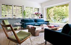 Jardin vivant : le tableau entre dans le salon par la grande baie vitrée - Sarah Lavoine : sa nouvelle maison de campagne - CôtéMaison.fr