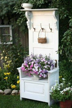 Trendy Old Door Projects Outdoors Recycled Windows Ideas Old Door Projects, Furniture Projects, Diy Furniture, Old Door Crafts, Country Furniture, Furniture Outlet, Discount Furniture, Antique Furniture, Diy Projects