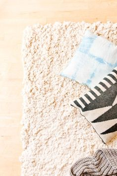 Learn how to make a large-scale rug from scratch with this easy to follow DIY home decor tutorial. It's made with soft but sturdy cotton and...