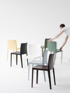 Bouroullec brothers design low-cost Élémentaire chair for Hay Conference Table, Art And Technology, Living Furniture, Sofa Chair, Chair Design, Icon Design, Cool Designs, Dining Chairs, Blue Jeans