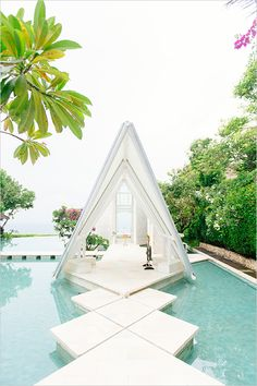 Gorgeous wedding chappel in Bali No need for lots of extra decoration, it's already so pretty! Event Planning Tips, Wedding Planning, Event Guide, Event Ideas, Wedding Locations, Wedding Events, Pool Wedding Decorations, Decor Wedding, Bali Wedding