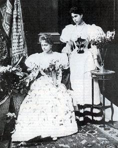 Queen Marie of Romania / The Saturday Evening Post - 21 April 1934 Princess Alexandra, Princess Beatrice, My Princess, Queen Victoria Family, Princess Victoria, Royal Queen, Queen Mary, Royal Families Of Europe, Royal Fashion