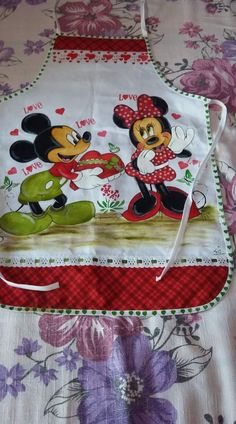 Miki Y Mini, Fabric Paint Designs, Disney Kitchen, Pintura Country, Dish Towels, Paper Flowers, Apron, Minnie Mouse, Projects To Try