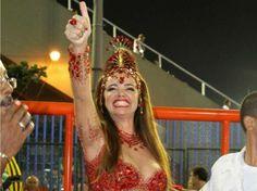 Um dos nomes mais lembrados da Sapucaí até hoje, Luma de Oliveira estreou como madrinha de bateria em 1987 na Caprichosos de Pilares. Passou pelas escolas Mangueira, Tradição, Viradouro, Mocidade Independente de Padre Miguel e Portela. Causou polêmica em 1998 ao desfilar com uma coleira com o nome do então marido, Eike Batista. Em 2011, encerrou a carreira de musa e, em 2012, foi homenageada pela Estácio de Sá.Vote nesta musa