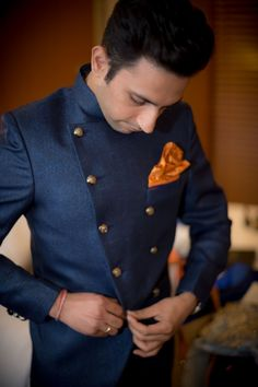 destination-Wedding-photographer-mumbai-groom-getting-ready
