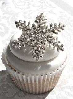40 Silver Winter Wedding Ideas | HappyWedd.com