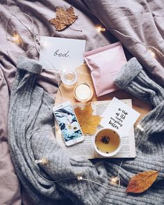 a dreamy fall flatlay - Sexy Photos Photo Pour Instagram, Fall Inspiration, Autumn Aesthetic, Christmas Aesthetic, Flat Lay Photography, Photography Books, Bookstagram, Belle Photo, Relax