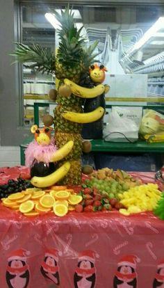 """Pineapple tree with monkey fruit arrangement"""