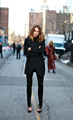 MODEL-OFF-DUTY: ERIN WASSON | ALL BLACK EVERYTHING - Le Fashion