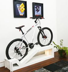 Como guardar sua bicicleta Hanging Bike Rack, Bike Hanger, Bicycle Wheel, Bicycle Art, Bike Storage, Display Design, New Homes, Woodworking, Interior Design