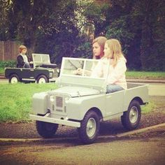 A Range Rover pedal car!!! Is that cool or what?! I want one!!! Now!!!!